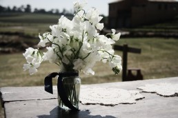 sweet pea in jar centrepiece